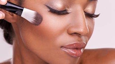 Les cosmétiques pour peaux noires sont-ils dangereux?