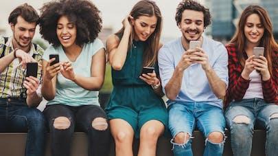 Myopie, fatigue visuelle: les jeunes passent trop de temps sur les écrans