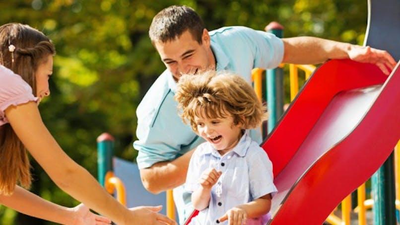 Parents, évitez de faire du toboggan avec vos enfants