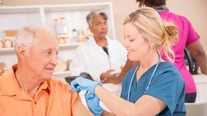 Senior: pour booster votre vaccin contre la grippe, soyez de bonne humeur!