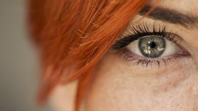 Tatouage de l'œil: une mannequin canadienne lance l'alerte