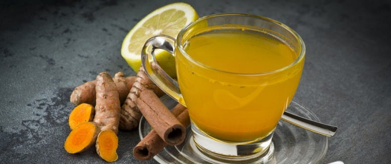 3 bienfaits du thé au curcuma | Santé Magazine