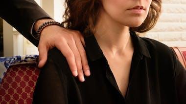 Harcèlement sexuel: les manipulations typiques à repérer
