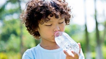 Pourquoi ne faut-il pas réutiliser sa bouteille en plastique?