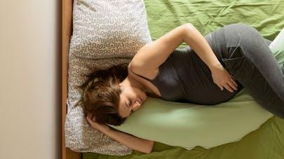 Grossesse: dormir sur le côté pour prévenir la mortalité infantile