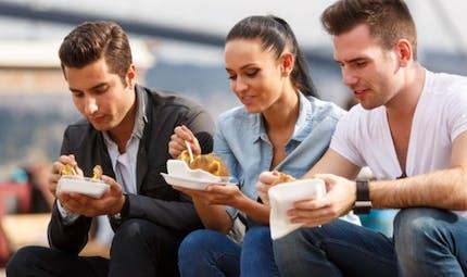 Manger trop vite ferait davantage grossir