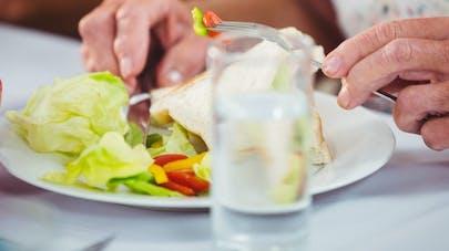 Manger un seul repas par jour: bonne ou mauvaise idée?