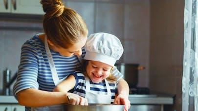 Biscuits, crêpes, gâteaux... les risques de consommer de la pâte crue