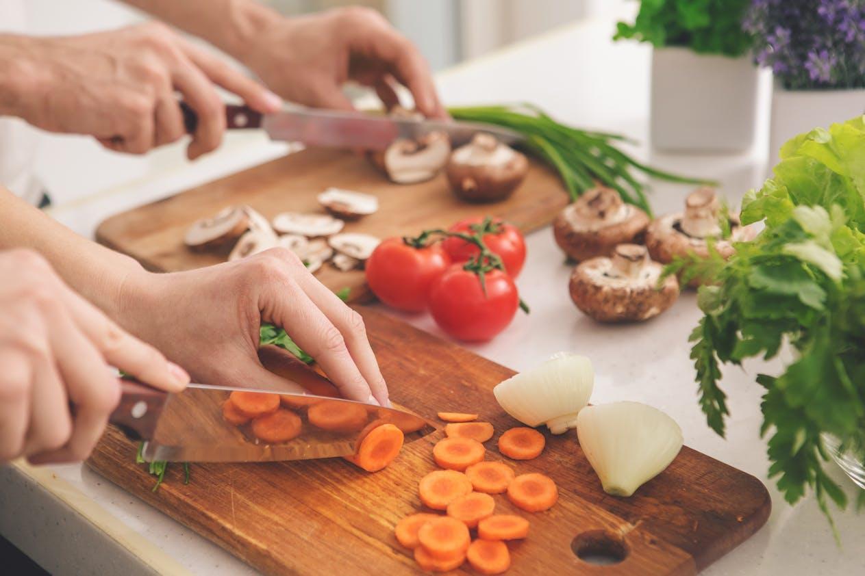 Faire la cuisine, une activité bénéfique sur les sens, la mémoire