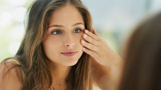 La peau produit moins de sébum en hiver, et un simple test suffit à le vérifier.
