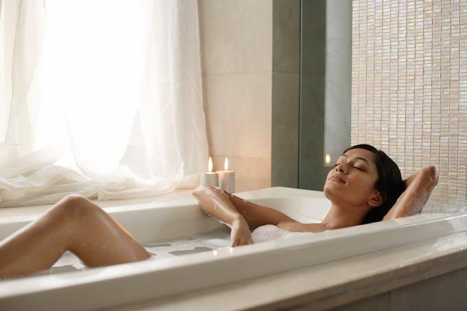 Les bains chauds favorisent le dessèchement cutané