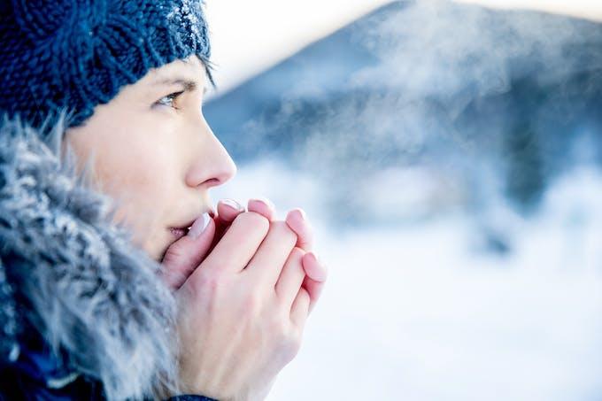 Les crèmes pour les mains protégent cette zone sensible et exposée au froid