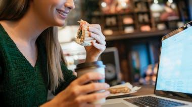 Manger lentement est essentiel pour limiter les remontées acides
