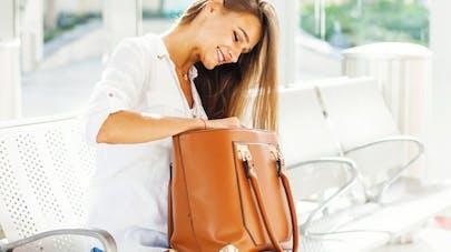 db344dd64d Les dangers d'un sac à main trop lourd | Santé Magazine