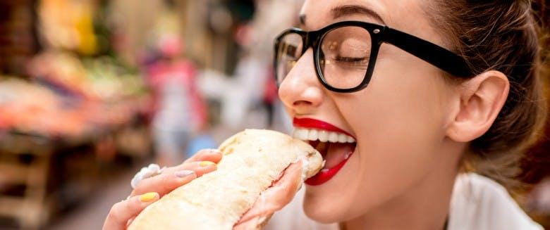 5 raisons qui nous poussent à trop manger