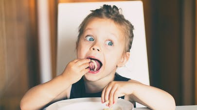 Pourquoi votre enfant réclame-t-il toujours à manger ?