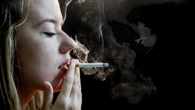 Tabac: une association accuse 4 cigarettiers de tromper les fumeurs
