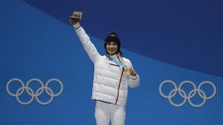La championne olympique Perrine Laffont médaillée d'or au ski de bosses hiver 2018