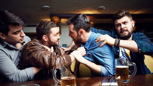 Pourquoi l'on devient parfois agressif après quelques verres d'alcool
