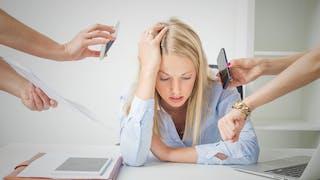 femme débordée au travail