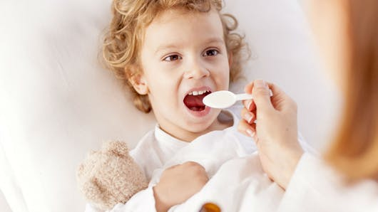 Trop de médicaments pour enfants sont inutiles voire dangereux