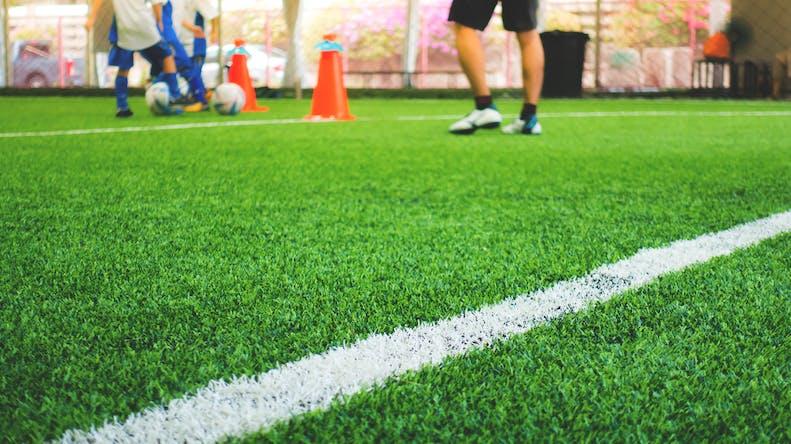 Les terrains de sports synthétiques sont-ils dangereux pour la santé?