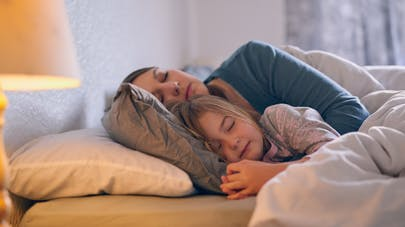 Comment aider son enfant à mieux dormir