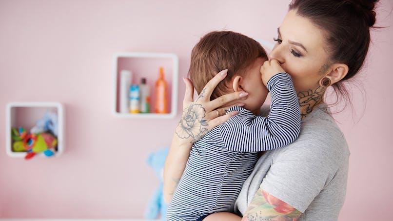 Bébé : une étude explique pourquoi il faut le prendre dans les bras lorsqu'il pleure