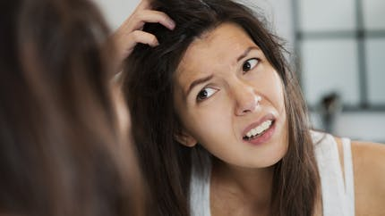 Le stress peut-il changer la couleur des cheveux ?
