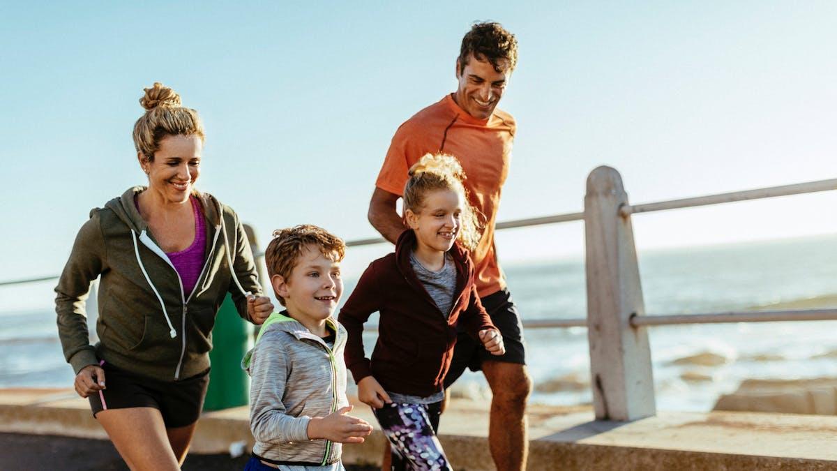 famille faisant du sport