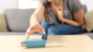 Crise d'asthme à la maison : comment réagir