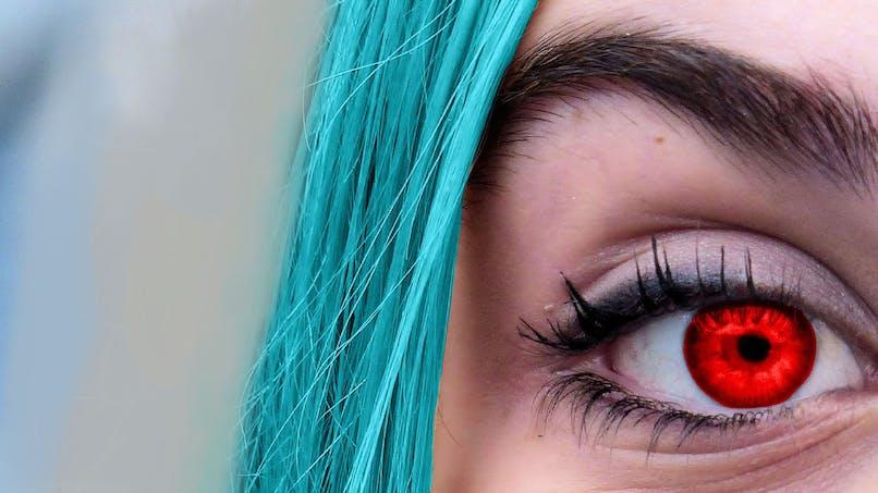 Lentilles de contact colorées : un ophtalmologue alerte sur les risques d'infection