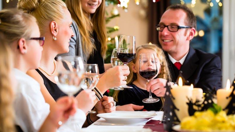 Alcool : boire plus de cinq verres de vin par semaine diminue l'espérance de vie