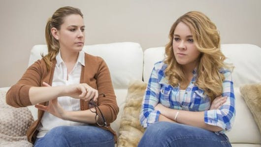 Pourquoi les ados ne supportent pas leurs parents ?