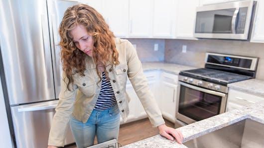 Environnement : certains placards de cuisine émettraient des particules toxiques