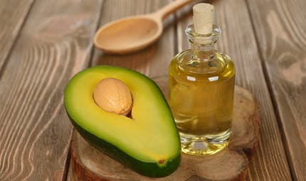 Peau : tous les bénéfices de l'huile d'avocat