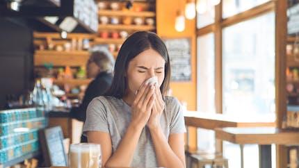Pourquoi certaines personnes éternuent-elles après un repas ?