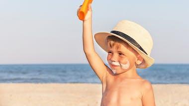 Soleil : les dangereuses habitudes des parents