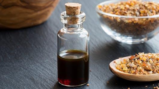 Huile essentielle de myrrhe : bienfaits et indications