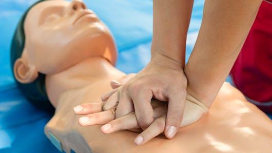 Massage cardiaque : pour sauver des vies il faut le faire sur le rythme de la Macarena