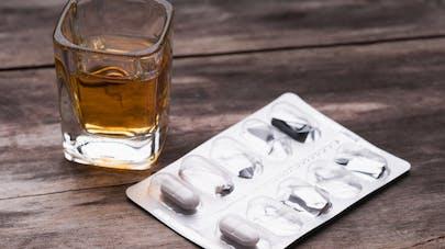 Peut-on boire de l'alcool lorsqu'on prend des antibiotiques ?