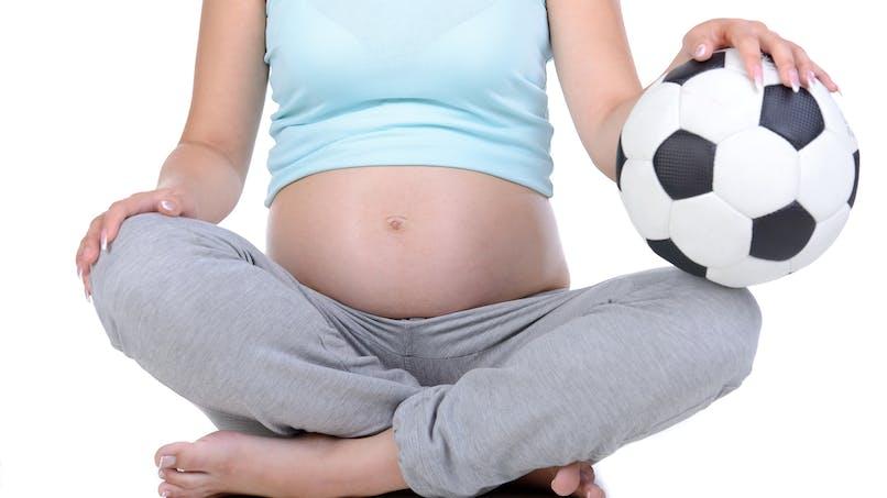 """Grossesse et coupe du monde de football : une campagne pour le """"zéro alcool"""" (vidéo)"""