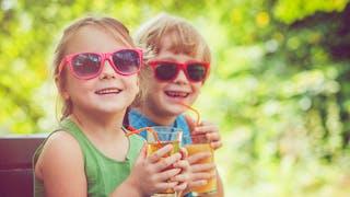 enfants et lunettes de soleil