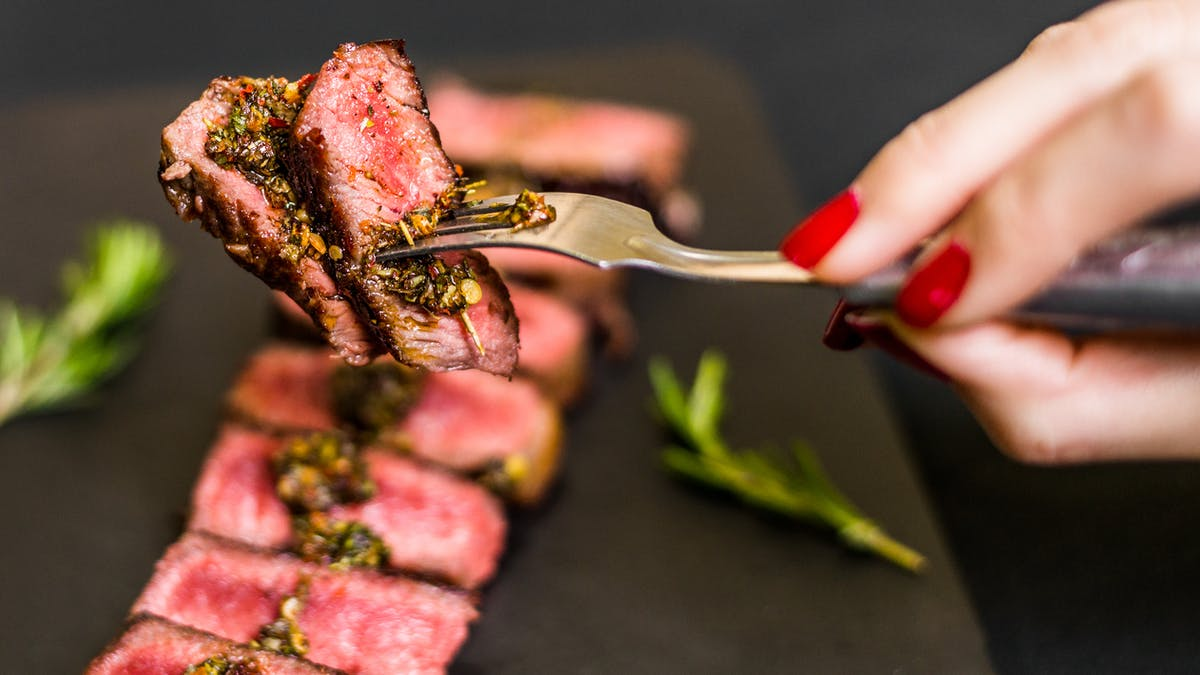 Endométriose et viande rouge : un risque confirmé