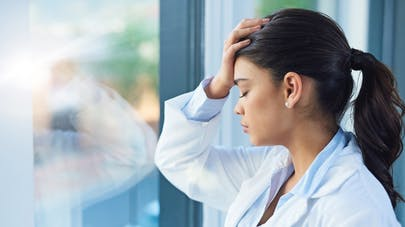 Déséquilibre hormonal : les causes et les traitements