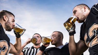 Boire de l'alcool après le sport serait une très mauvaise idée