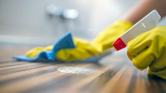 Faire le ménage souvent reviendrait à fumer 20 cigarettes par jour