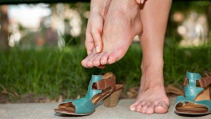 Mains et pieds enflés : 5 causes à connaître