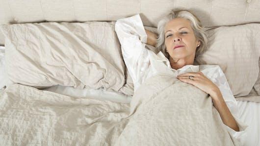 Sommeil: trop dormir est aussi dangereux pour la santé cardiaque