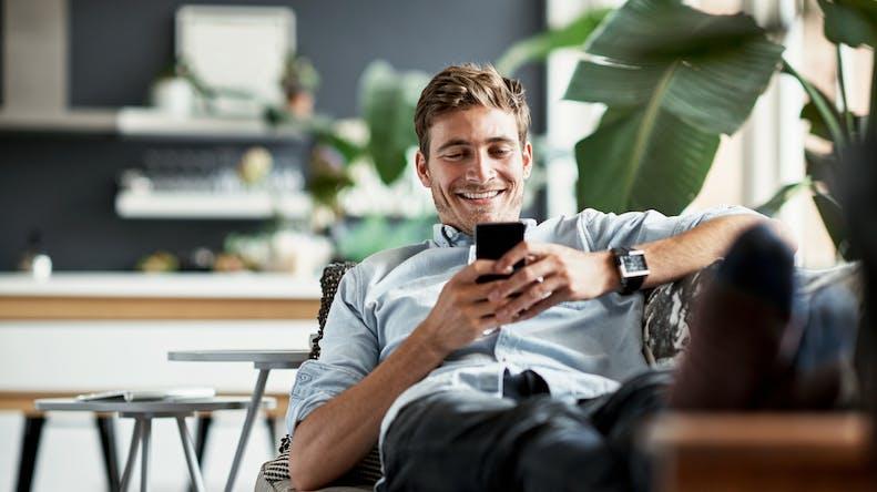 Les SMS aident-ils ou nuisent-ils à la relation amoureuse?